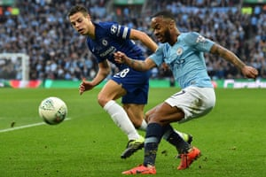 Sterling takes on Azpilicueta.