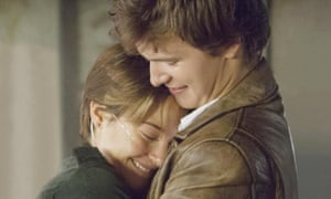 Shailene Woodley and Ansel Elgort embracing in The Fault In Our Stars.