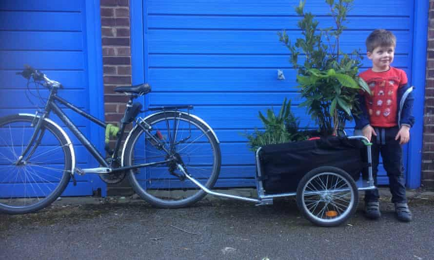 The author's bike trailer, after a trip to a local garden centre.