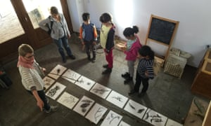 A nature drawing workshop for children at Cerdeira.