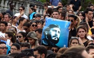 Hundreds of young Cubans gather at Havana University