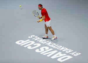 Nadal holds his serve again.