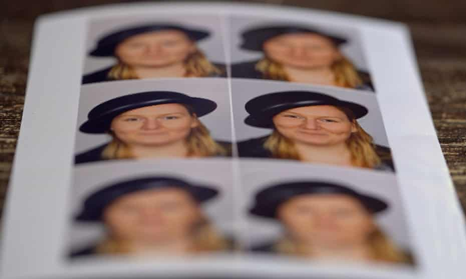 Mienke de Wilde's ID card photos.