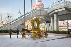 Thai Buddhist shrine, Super Brand mall, Pudong (2016)