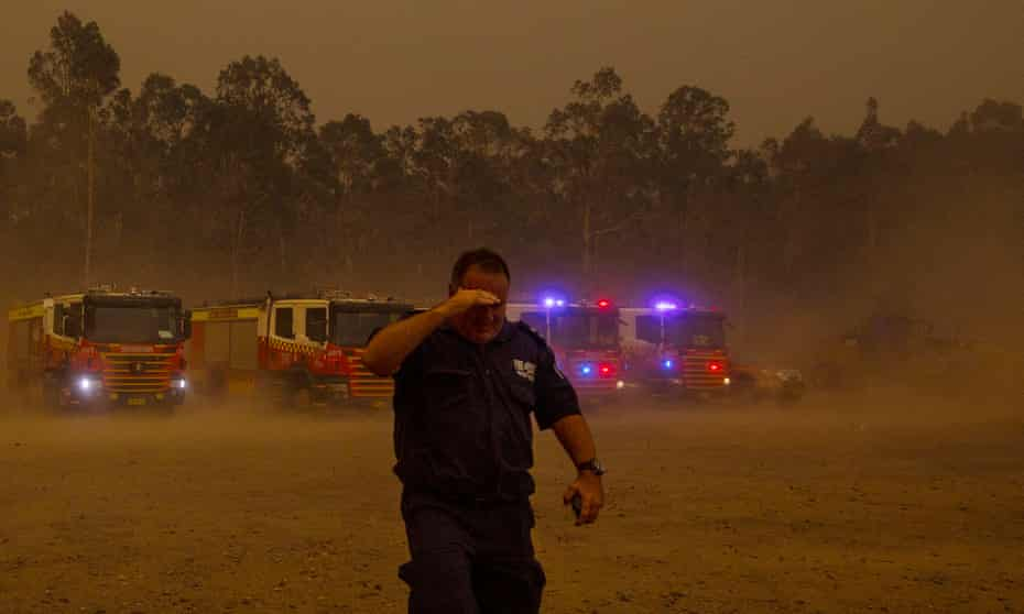 The southerly wind hits the rugby club which is the staging area for emergency services for Nowra, and the sky turns black.