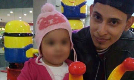 Óscar Alberto Martínez Ramírez and daughter Angie Valeria drowned in each others arms attempting to reach the US.