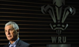 Gareth Davies has confirmed the WRU is backing Bill Beaumont in the election for World Rugby chairman.