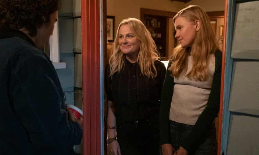 Nico Hiraga, Amy Poehler and Hadley Robinson in Moxie.