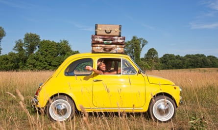 Couple in old-fashioned car on road tripGettyImages-155431067 FLIPPED