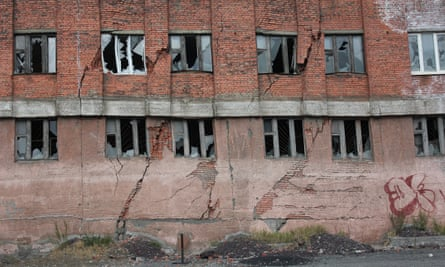 The damaged office building on Norilsk's Komsomolskaya Street remains empty after cracking in 2009.