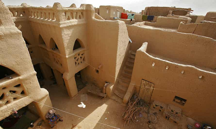 The old towns of Djenné have been inhabited since 250 BC and are characterised by the extraordinary use of earth in their architecture.