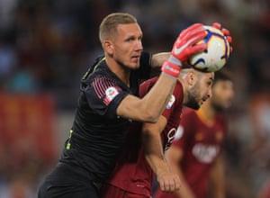 AS Roma goalkeeper Robin Olsen in action against Atalanta at Stadio Olimpico.