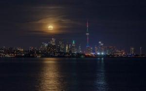 Christmas full moon rise, Toronto, Canada