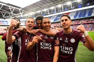 Youri Tielemans celebrates with team mates Ayoze Perez, Wesley Fofana, Timothy Castagne and Kelechi Iheanacho.