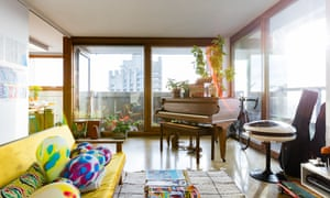 The right note: a glass-walled corner flat.
