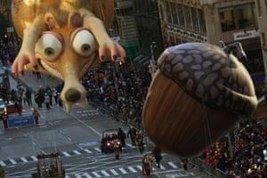 Ice Age's Scrat and his Acorn balloon