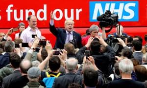Boris Johnson giving a speech outside the Vote Leave battlebus.