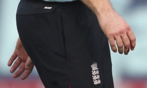 Eoin Morgan leaves the field after injuring his right hand.