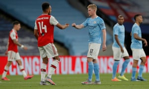 Pierre-Emerick Aubameyang of Arsenal and Kevin De Bruyne fisst bump after the final whistle.