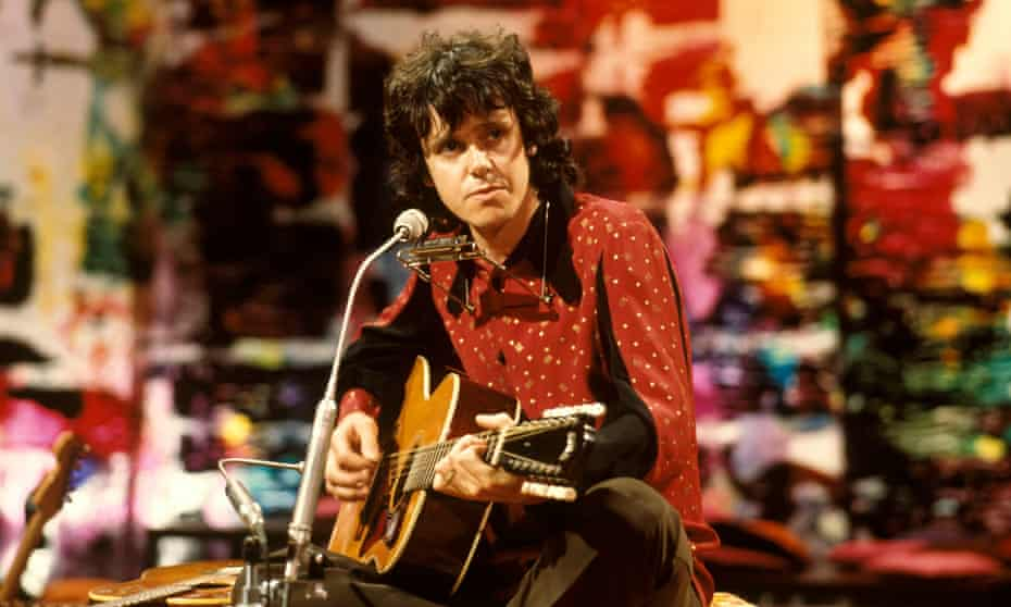 Donovan performing on the BBC in 1972