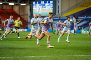 Henry Slade crosses to score for the Chiefs.