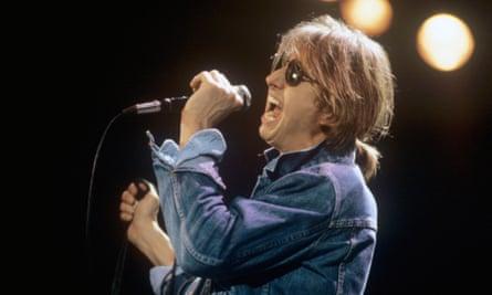 Mark Hollis performing in Dortmund, in 1984.