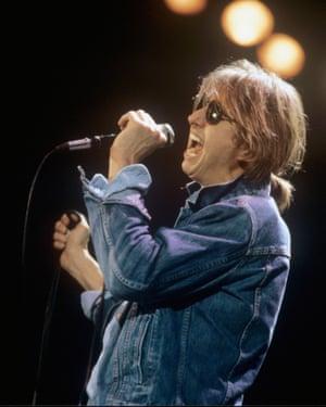 Mark Hollis performing in Dortmund, November 1984.