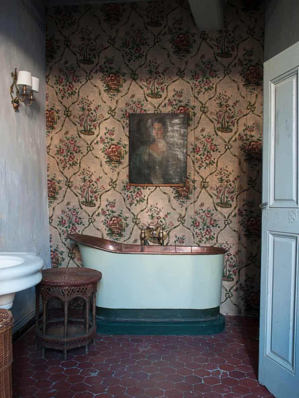 Benoît Rauzy and Anthony Watson's bathroom in France