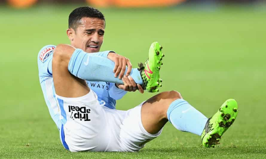 Tim Cahill grabs his ankle