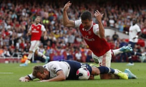 Harry Kane claimed for a penalty after taking on Sokratis Papastathopoulos late in the match.