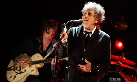Bob Dylan live review – the master of reinvention shakes it up again