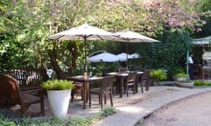 outdoor restaurant tables in Araras, Brazil.