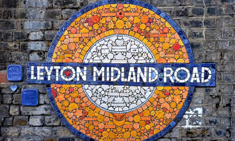 Un mosaico circular de la estación de Maud Milton.