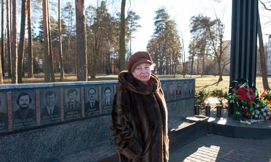 Pripyat evacuee Lydia Malesheva at a memorial in Slavutych.
