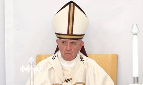 Pope Francis criticises overuse of adjectives