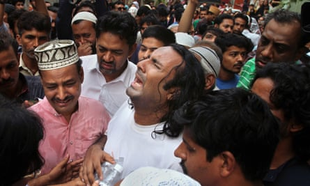 Amjad Sabri's distraught brother, centre, after the killing on Wednesday.