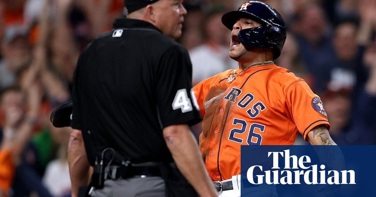 Astros swarm Braves early to level World Series at one game apiece