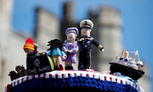 Knitted Queen and Philip