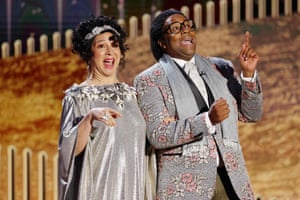 Maya Rudolph and Kenan Thompson onstage