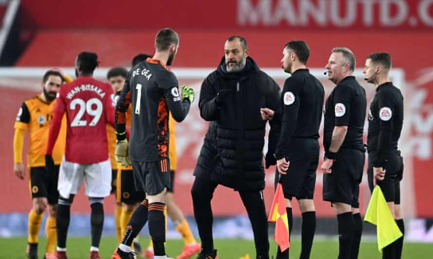 Nuno Espírito Santo with Manchester United's David de Gea after Wolves' game last month at Manchester United.