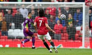 Edinson Cavani of Manchester United scores.