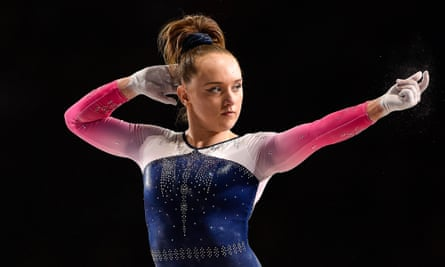 Amy Tinkler threatened to post screenshots of her correspondence with British Gymnastics unless there is 'change at the top'.