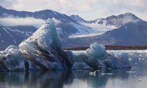 Arctic Glacier Ice Melting in Svalbard KongsFjorden<br>BE7KWP Arctic Glacier Ice Melting in Svalbard KongsFjorden