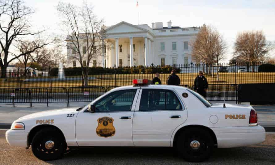 Secret service outside White House