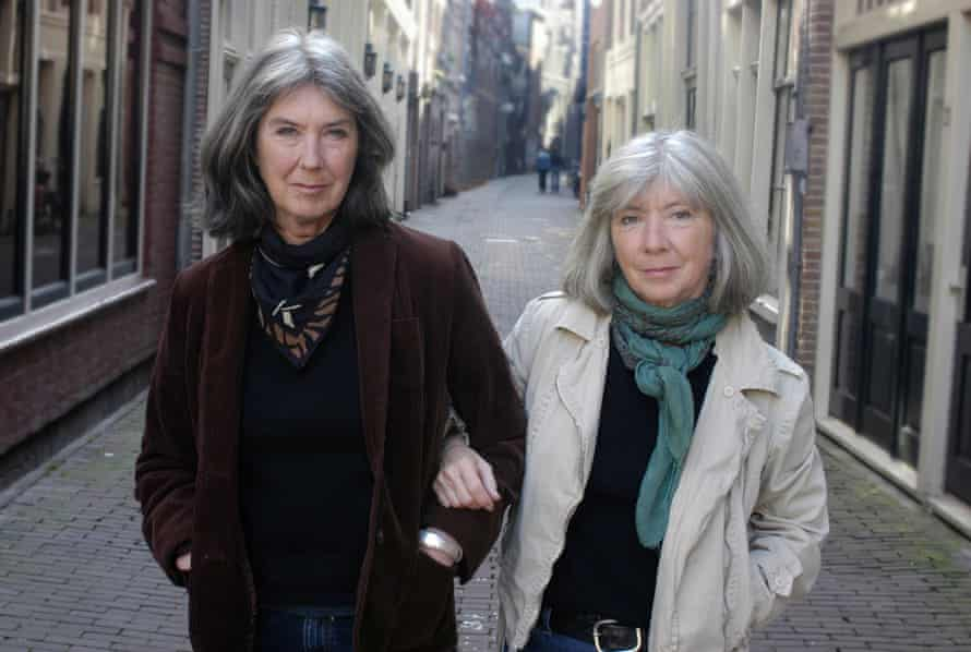 Kate and Anna McGarrigle on the streets of Amsterdam.