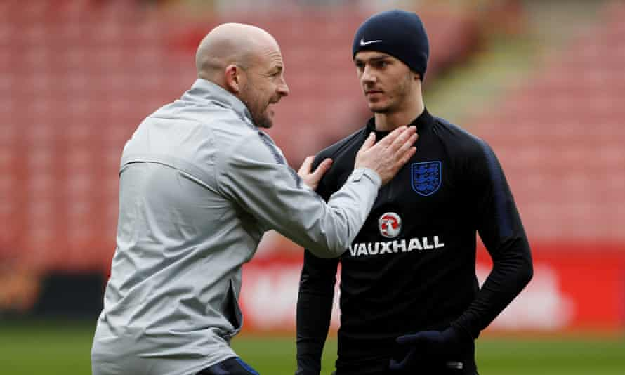 Lee Carsley (left), then England Under-21 assistant coach, and James Maddison during training in 2018.