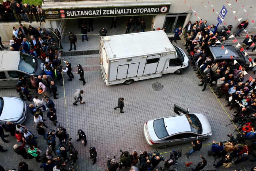 Turkish crime scene investigators arrive at a carpark in Istanbul's Sultangazi district.