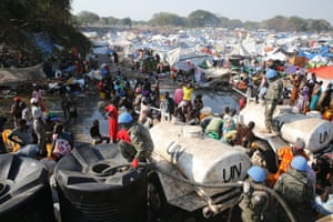 South Korean soldiers provide water at a refugee camp in South Sudan on Dec. 26, 2013. Hundreds of South Korean soldiers are stationed in Bor, 170 kilometers south of the South Sudanese capital of Juba, as part of United Nations peacekeeping forces there. More than 1,000 people are believed to have died in the growing violence in South Sudan. UN has announced reinforcements in the coming days.