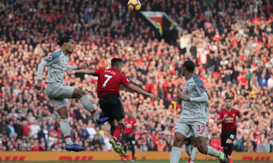 Virgil van Dijk of Liverpool beats Alexis Sanchez of Manchester United to the ball.
