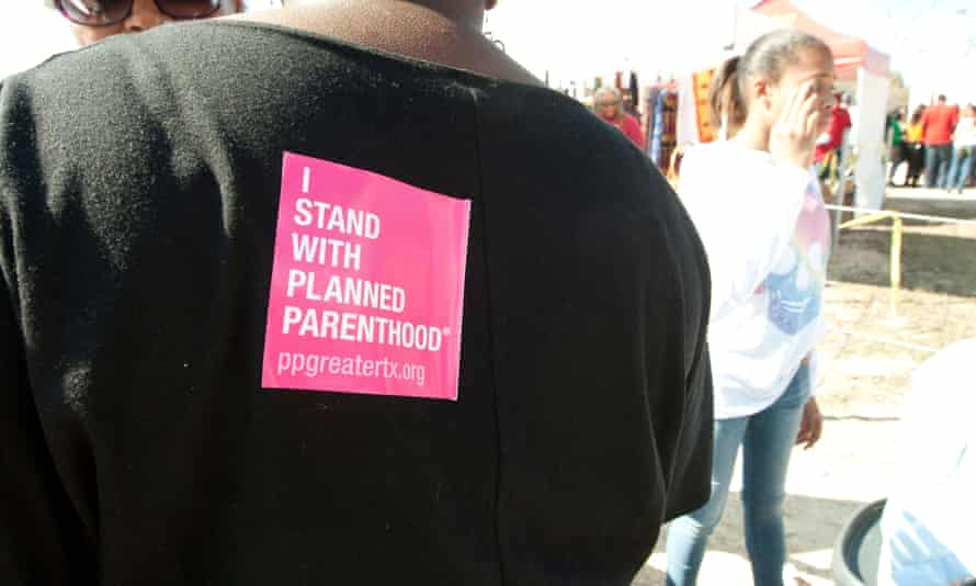 Planned Parenthood items include pens, stickers placed on shirts at information booth during MLK outdoor festival in Austin, TX. Image shot 2013. Exact date unknown.<br>D2F2GE Planned Parenthood items include pens, stickers placed on shirts at information booth during MLK outdoor festival in Austin, TX. Image shot 2013. Exact date unknown.